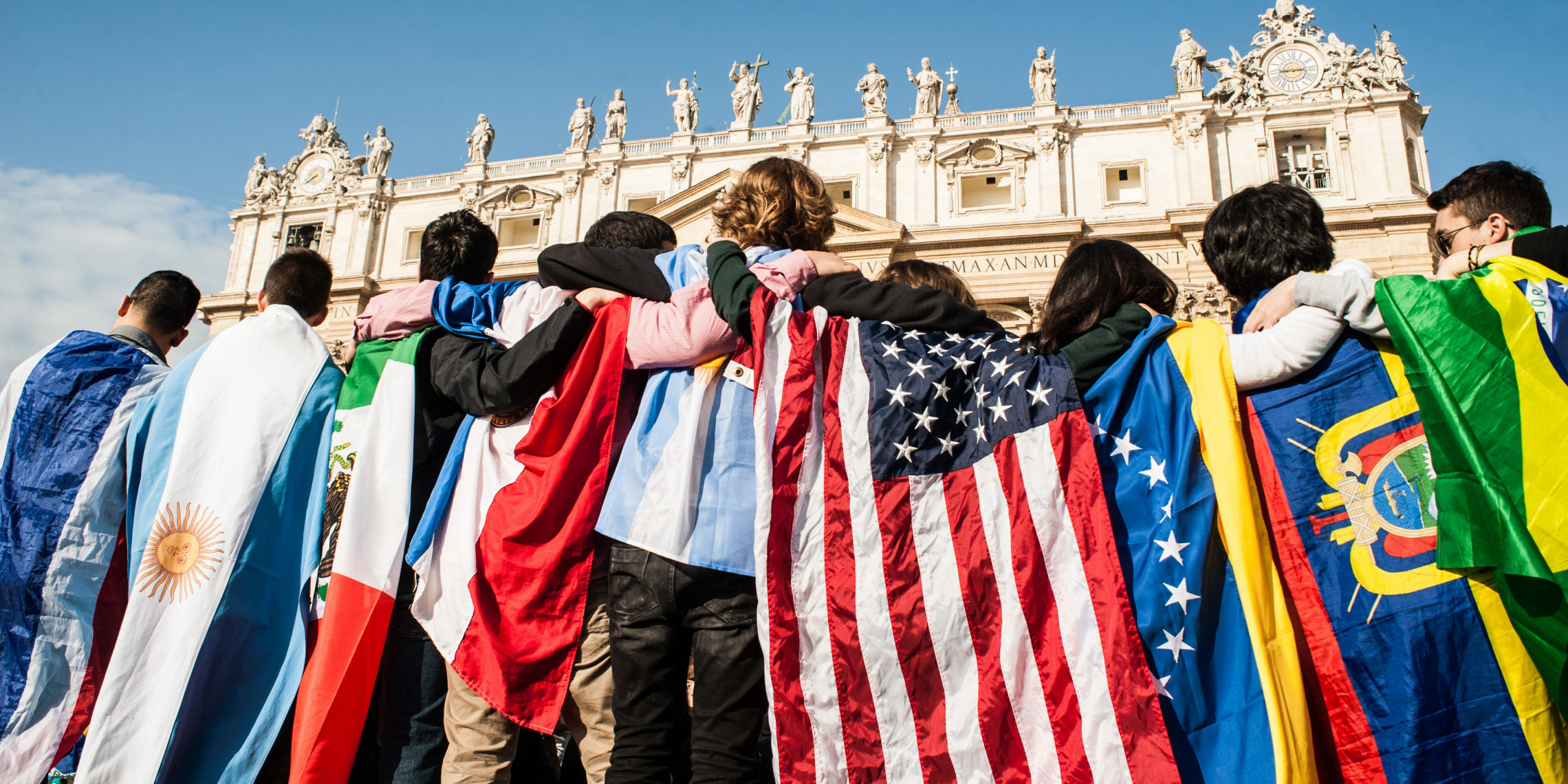 web-rome-st-peter-audience-young-people-flags-c2a9m-miglioratocppciric